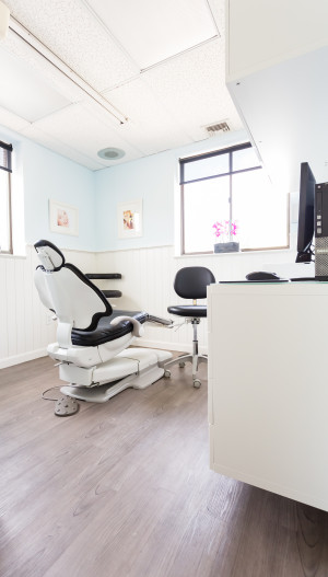 Dental exam room with windown